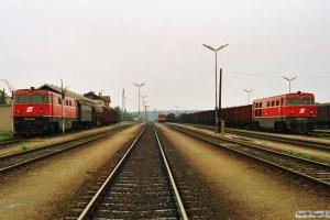 ÖBB 2050 015-3, ČSD 830 018-8 og ÖBB 2050 008-8. Retz 19.04.1991.