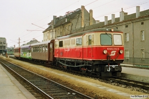ÖBB 1099 012-5 med Tog 6831. St. Pölten 19.04.1991.
