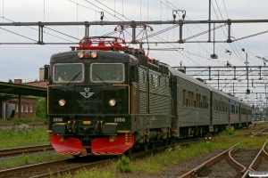 SJ Rc3 1056 med RST 336. Värnamo 08.06.2012.