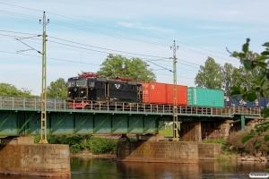 SJ Rc3 1058 med GT 49251. Karlstad 12.06.2013.