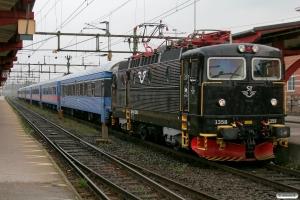 SJ Rc6 1358 med RST 204. Alvesta 28.08.2009.