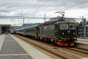 SJ Rc6 1361 forrest i RST 845 og SL X60 6030 som RST 2245. Uppsala 09.06.2013.