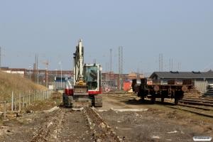 Fundamentet til spor 34 - det sidste af de gamle vaskespor - fjernes. Odense 10.04.2015.