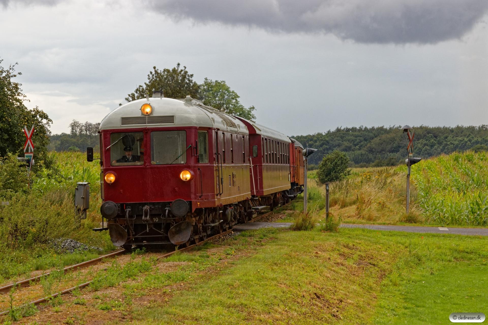 VLTJ ML 12+CL 1586+OKMJ J 81+HTJ C 35+EH 1908 som Rangetræk Krs-Få. Grønderup 08.08.2019.