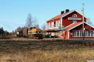 TÅGAB T43 107 (ex. T43 253) med VUT 76600. Nässundet 16.04.2009.