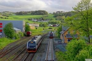 NSB BM 9207+BS 9257 som Pt 453 (Trondheim S-Steinkjer) og BS 9259+BM 9209 som Pt 450 (Steinkjer-Trondheim S). Ranheim 10.06.2015.