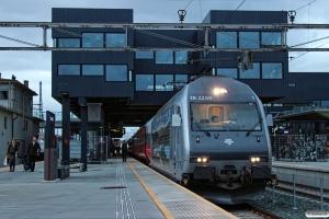 NSB El18.2259 med Pt 406 (Trondheim S-Oslo S). Trondheim S 10.06.2015.