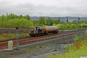 CN 226 10 rangerer med Gt 5751 (Trondheim S-Hell). Hell 11.06.2015.