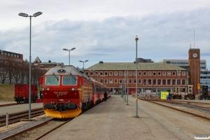 NSB Di4.654 med Pt 472 (Bodø-Trondheim S). Bodø 05.05.2016.