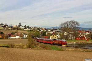 NSB Di4.652 med Pt 471 (Trondheim S-Bodø). Ranheim - Sjølyst 06.05.2016.