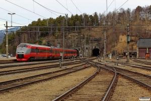NSB BM 73002 som Pt 41 (Oslo S-Trondheim S). Dombås 06.05.2016.