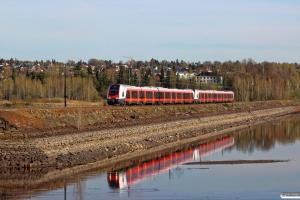 NSB BMa 74128+BMa 74129 som Pt 323 (Drammen-Lillehammar). Hamar 06.05.2016.