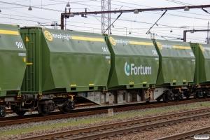 D-AAEC Sgnss12 31 80 4552 002-6 læsset med nye Fortum fliscontainere. Odense 29.12.2015.