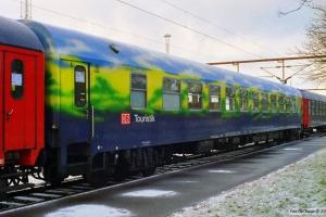 DB WGmz825 51 80 89-90 653-2 i IP 13584 (Skiløberen). Padborg 07.02.1999.