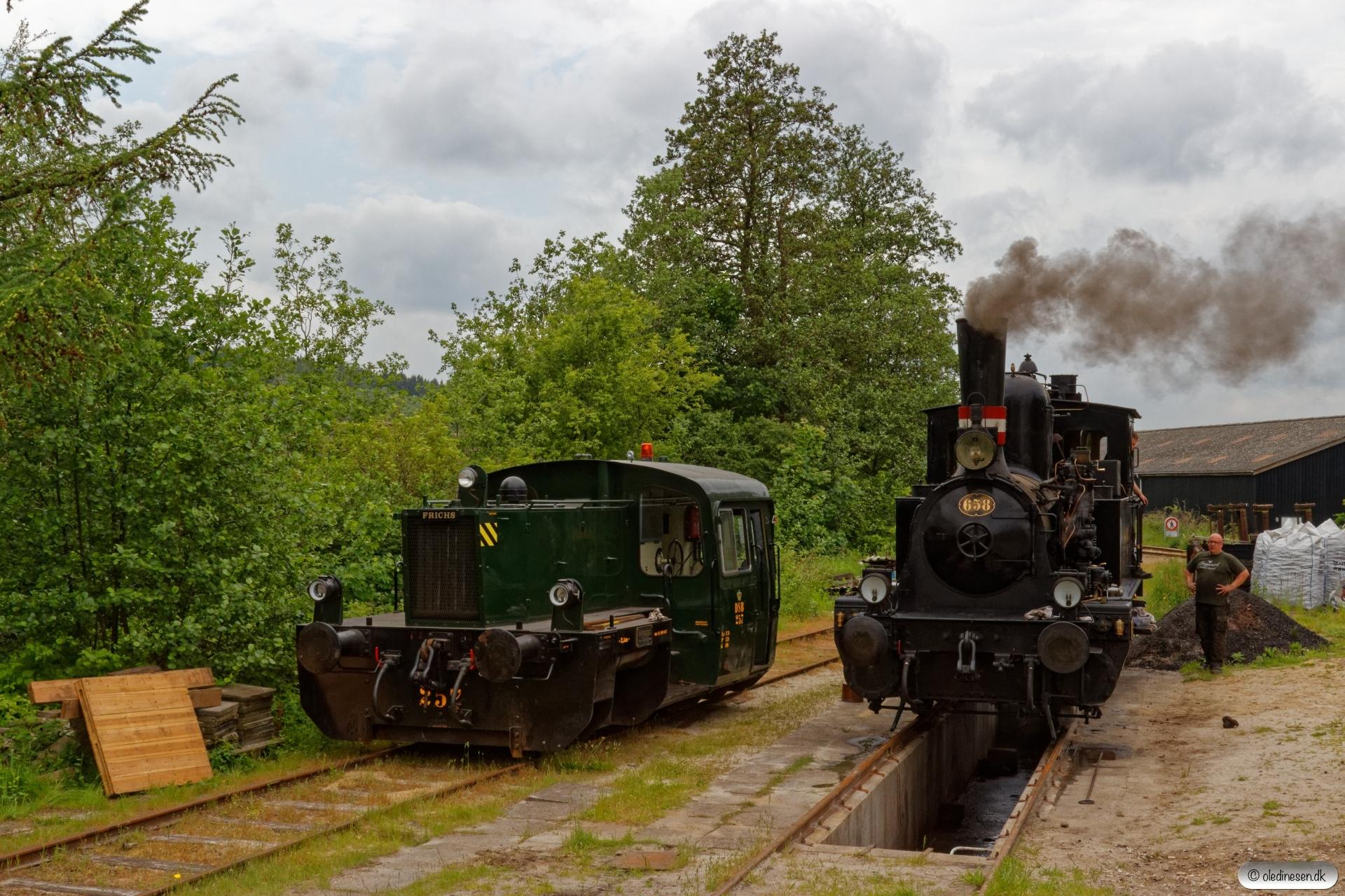 DSB Køf 257 og F 658. Vrads 05.06.2019.