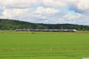 SJ X2 2010+5 vogne+SJ UB2X 2522 som RST 630. Väse - Ölme 17.06.2017.