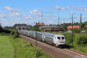 SJ UB2X 2512+5 vogne+SJ X2 2027 som RST 426. Falköping 12.06.2014.